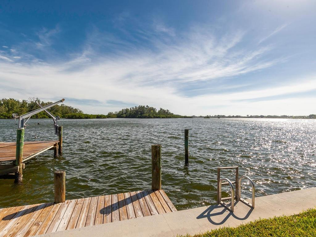 Single Family Home for sale at 862 Freeling Dr, Sarasota, FL 34242 - MLS Number is A4418207