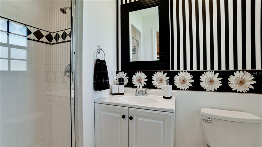 en-suite bathroom - Single Family Home for sale at 612 Ambassador Ln, Holmes Beach, FL 34217 - MLS Number is A4418766