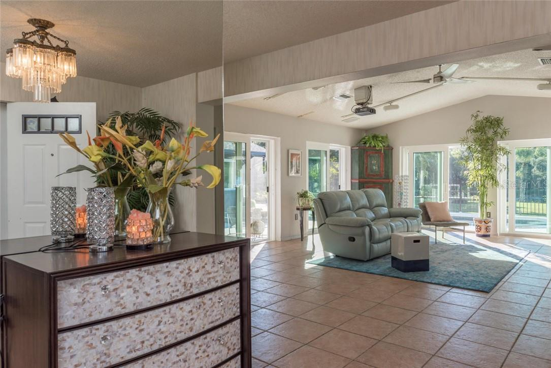 Single Family Home for sale at 2502 Jamaica St, Sarasota, FL 34231 - MLS Number is A4419539