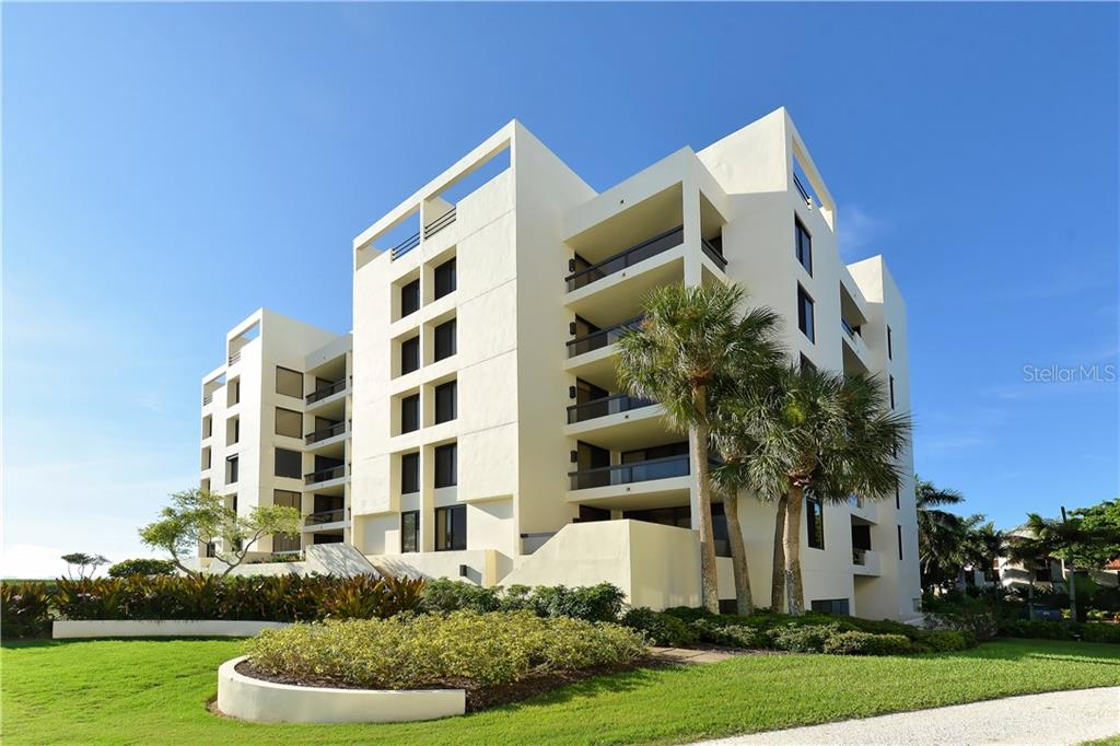 Corner first floor walk down. - Condo for sale at 1930 Harbourside Dr #117, Longboat Key, FL 34228 - MLS Number is A4420232