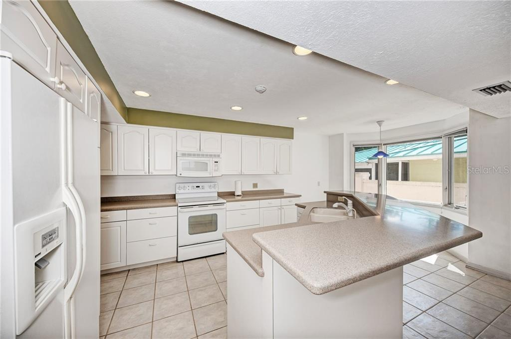 OPEN FLOOR KITCHEN - BREAKFAST NOOK - FAMILY ROOM COMBO with POOL ACCESS & BAY/SUNSET VIEWS - Single Family Home for sale at 5110 Sun Cir, Sarasota, FL 34234 - MLS Number is A4420424