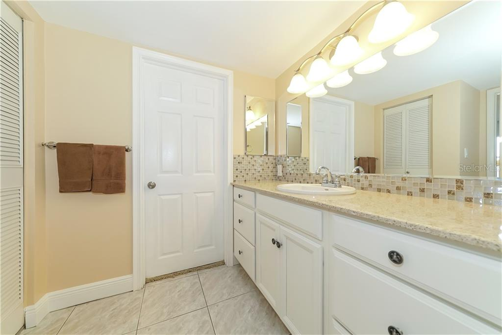 Master shower with custom 'rain-fall' glass surround. - Condo for sale at 4700 Gulf Of Mexico Dr #305, Longboat Key, FL 34228 - MLS Number is A4422164