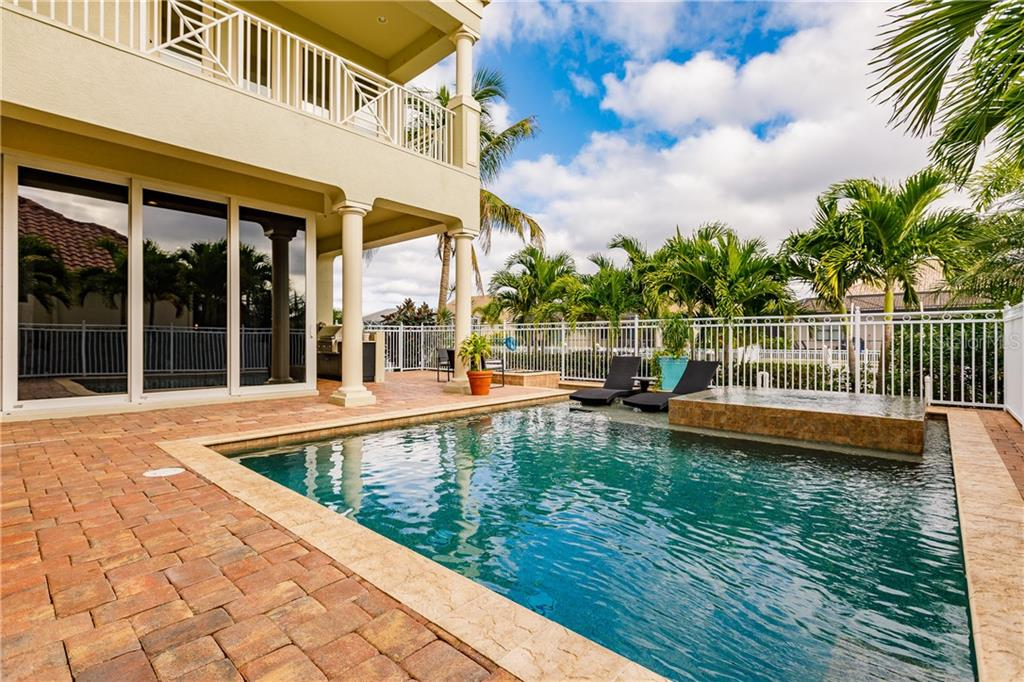 Pool and spa - Single Family Home for sale at 557 Fore Dr, Bradenton, FL 34208 - MLS Number is A4423161