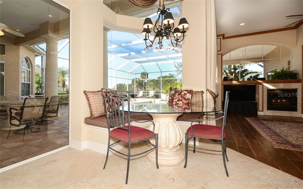 Breakfast Nook with built-in bench seating - Single Family Home for sale at 2522 Tom Morris Dr, Sarasota, FL 34240 - MLS Number is A4423908