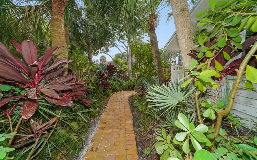 Single Family Home for sale at 5033 Eastchester Dr, Sarasota, FL 34234 - MLS Number is A4424482