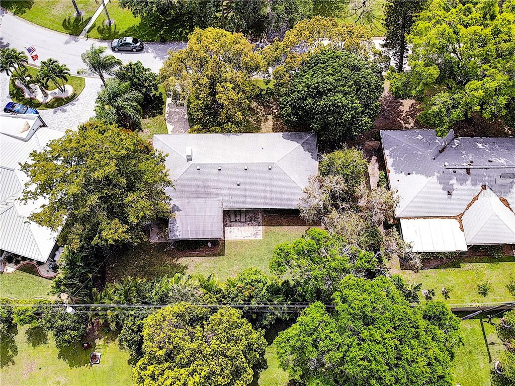 Single Family Home for sale at 2631 Bougainvillea St, Sarasota, FL 34239 - MLS Number is A4428878