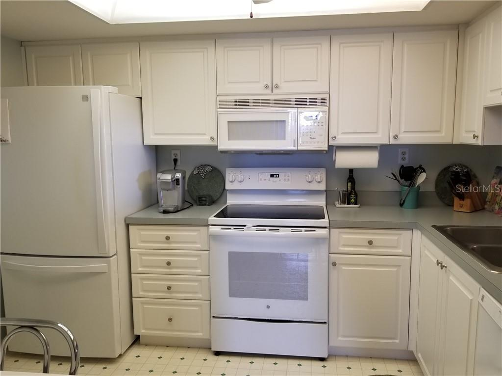 kitchen - Condo for sale at 1125 W Peppertree Dr #603, Sarasota, FL 34242 - MLS Number is A4430690