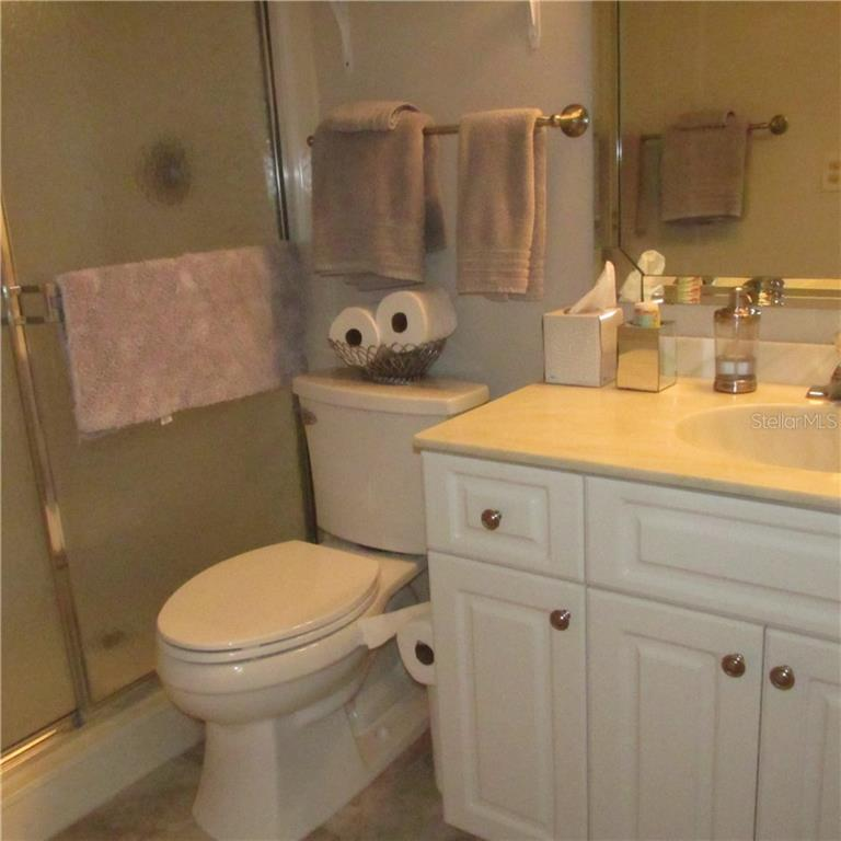 guest bathroom with shower - Condo for sale at 1125 W Peppertree Dr #603, Sarasota, FL 34242 - MLS Number is A4430690