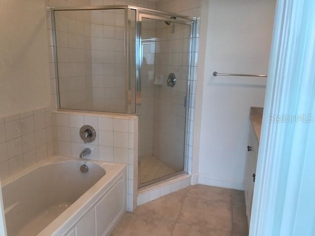Master Tub - Condo for sale at 1771 Ringling Blvd #1112, Sarasota, FL 34236 - MLS Number is A4431603
