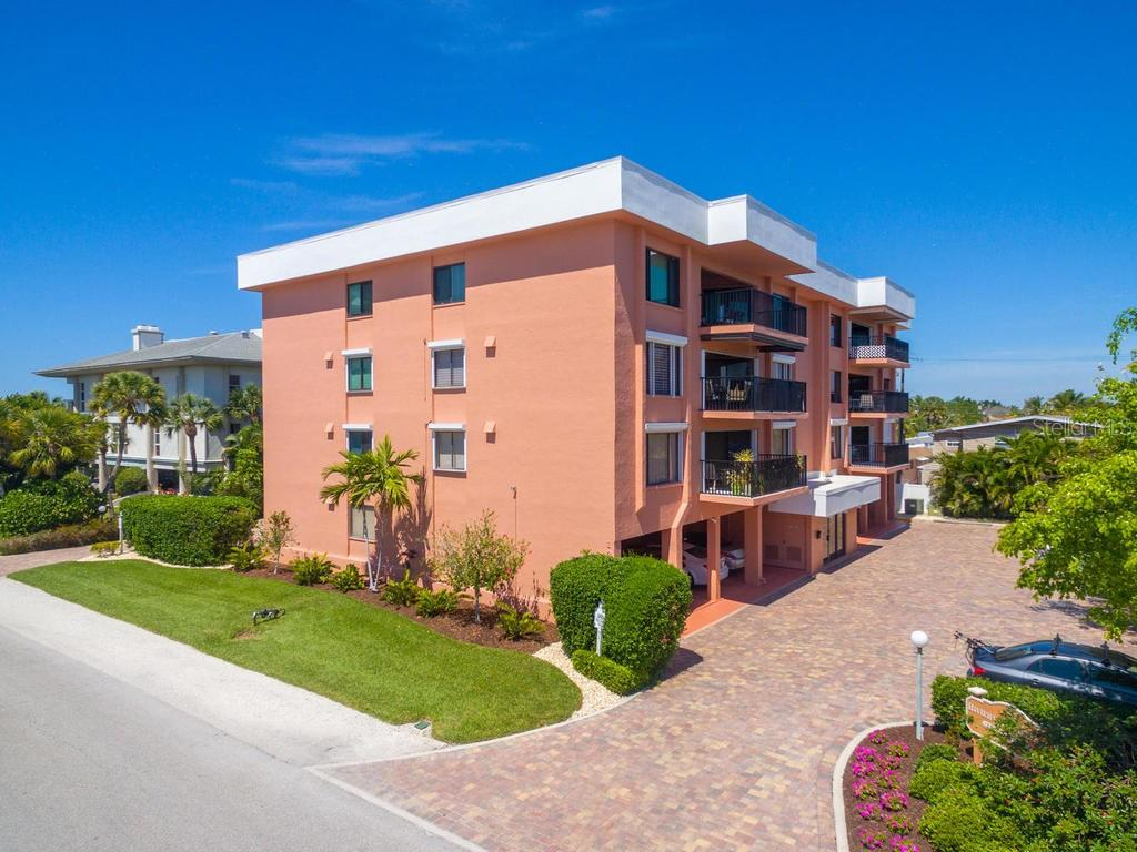 Well maintained and solid building with paved on-site parking - Condo for sale at 131 Garfield Dr #1b, Sarasota, FL 34236 - MLS Number is A4432013