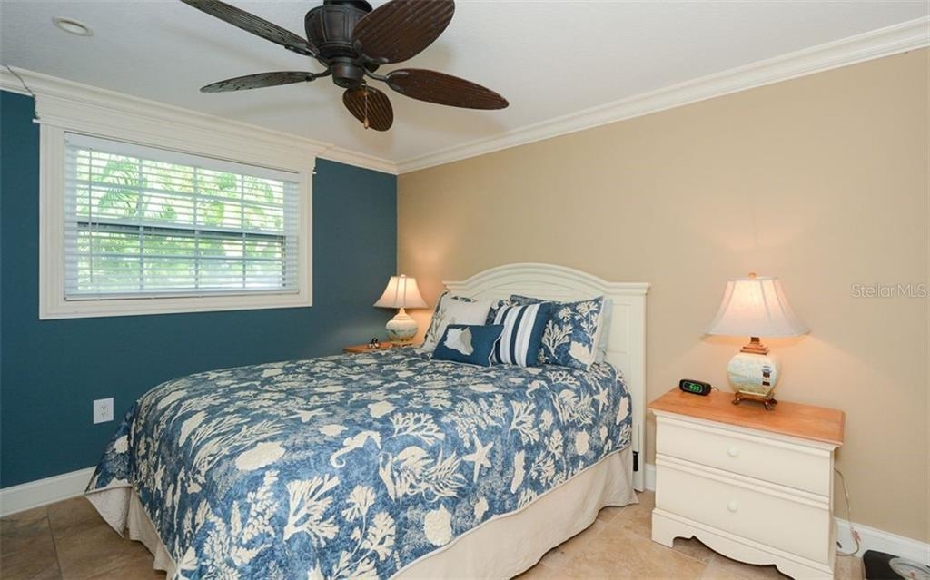 Master bedroom 5290 - Duplex/Triplex for sale at 5290 Avenida Navarra, Sarasota, FL 34242 - MLS Number is A4432152