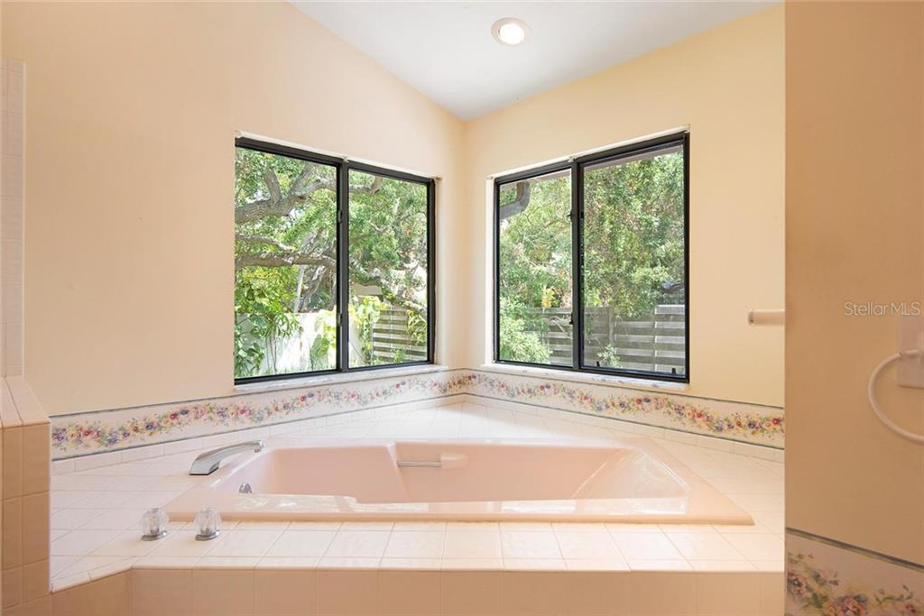 Master Bathroom. - Single Family Home for sale at 1302 Roberts Bay Ln, Sarasota, FL 34242 - MLS Number is A4433097