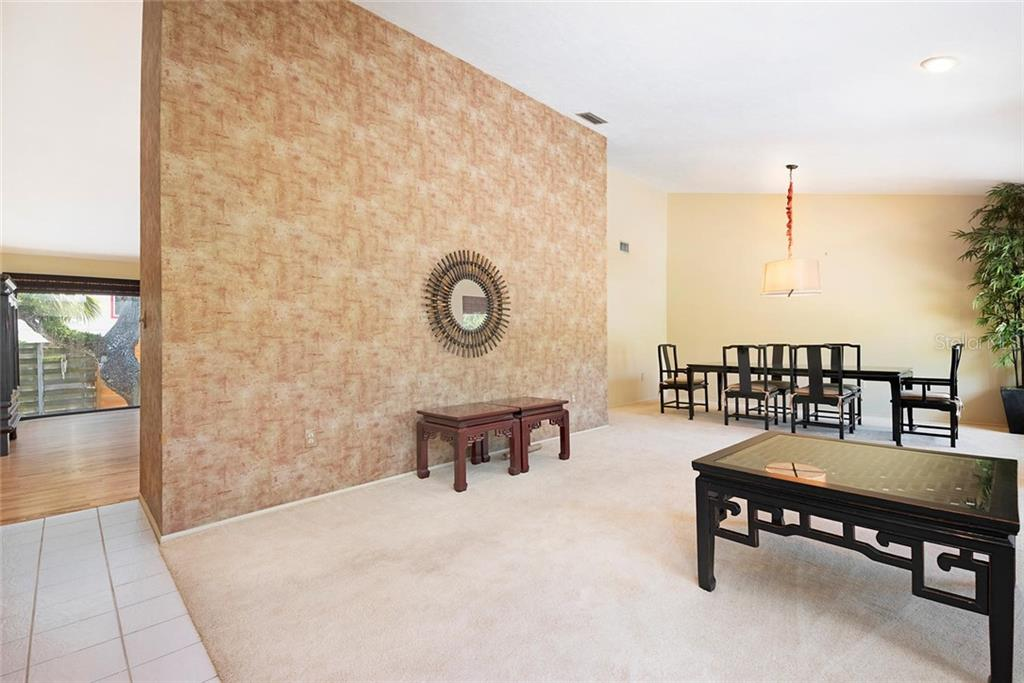 Vaulted Ceilings. - Single Family Home for sale at 1302 Roberts Bay Ln, Sarasota, FL 34242 - MLS Number is A4433097