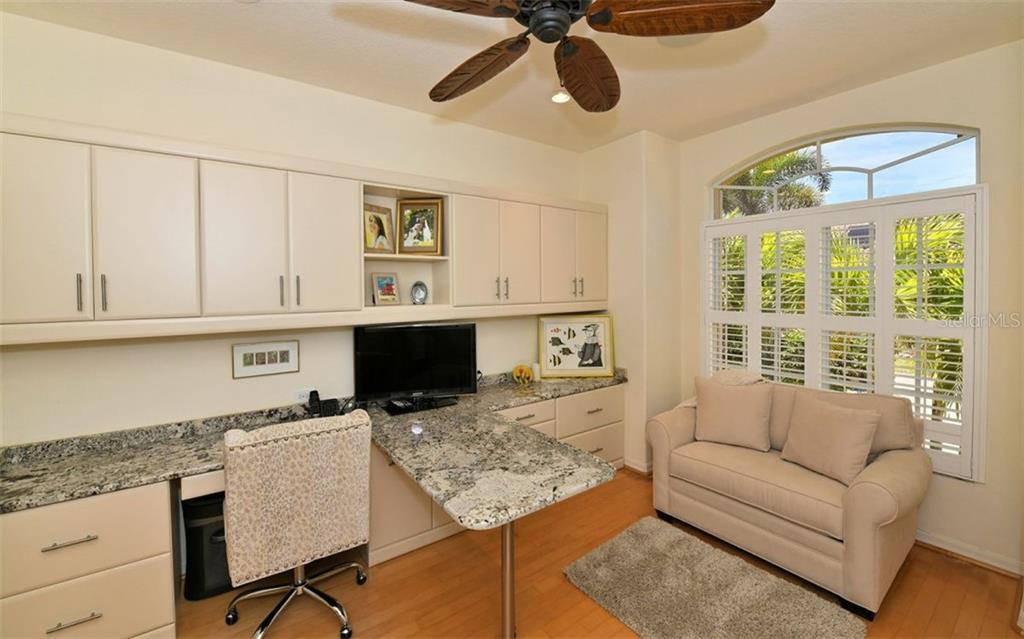 Cheery and bright office/den - Single Family Home for sale at 3525 White Ln, Sarasota, FL 34242 - MLS Number is A4433441