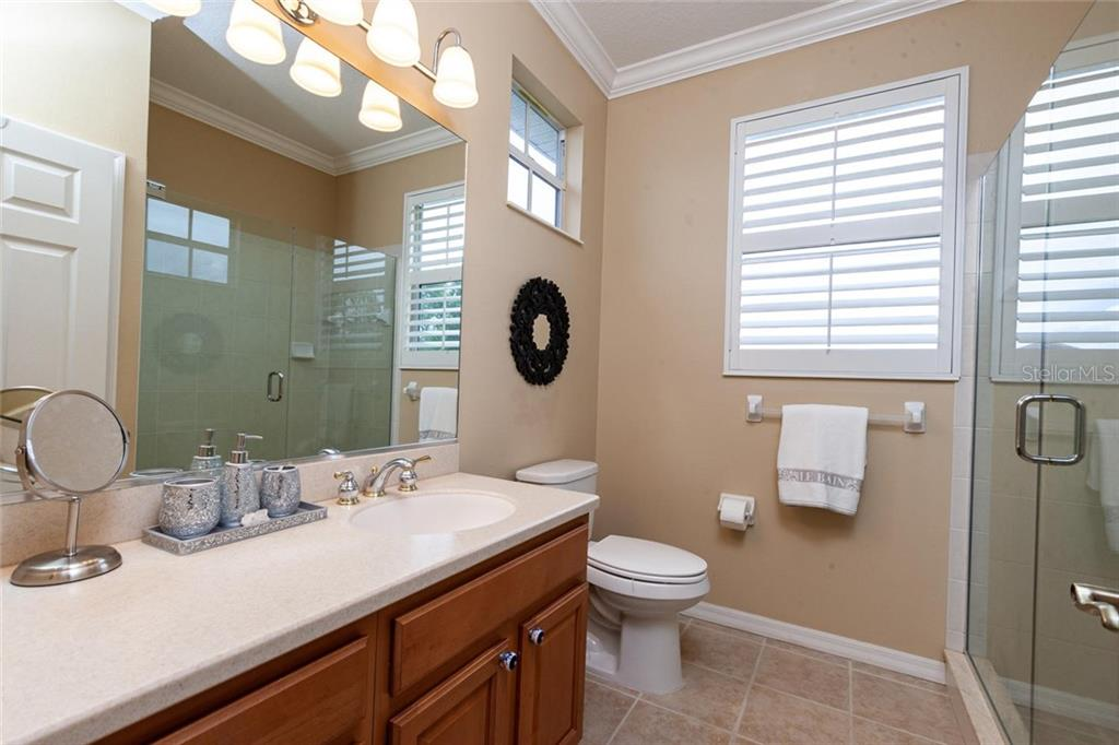 Full guest bathroom 2nd level - Single Family Home for sale at 13818 Nighthawk Ter, Lakewood Ranch, FL 34202 - MLS Number is A4438487