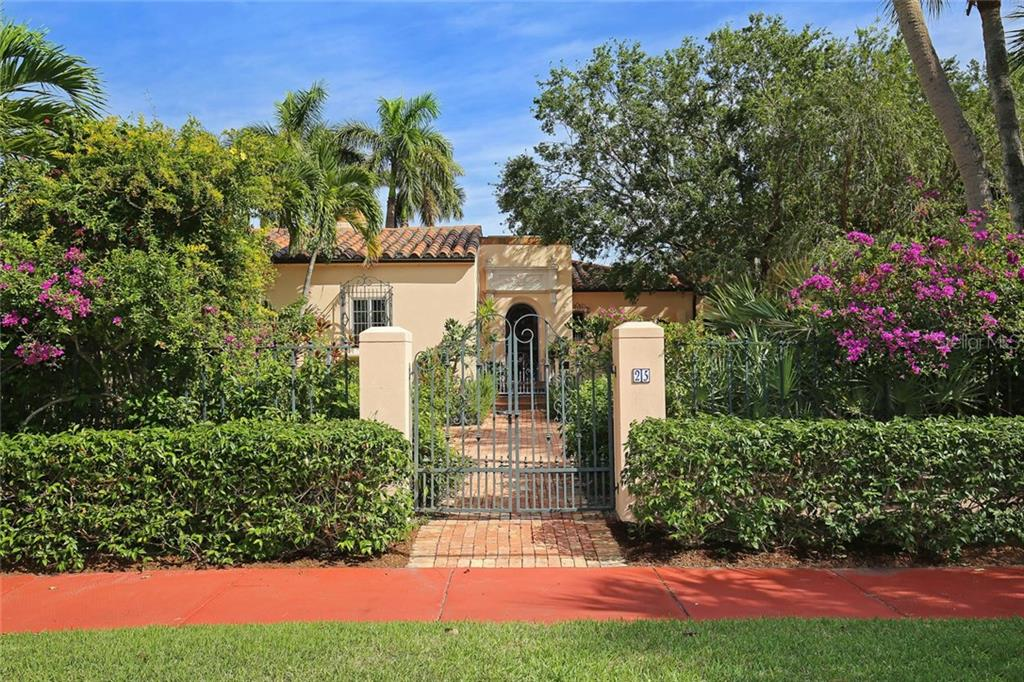 Single Family Home for sale at 25 S Washington Dr, Sarasota, FL 34236 - MLS Number is A4443803