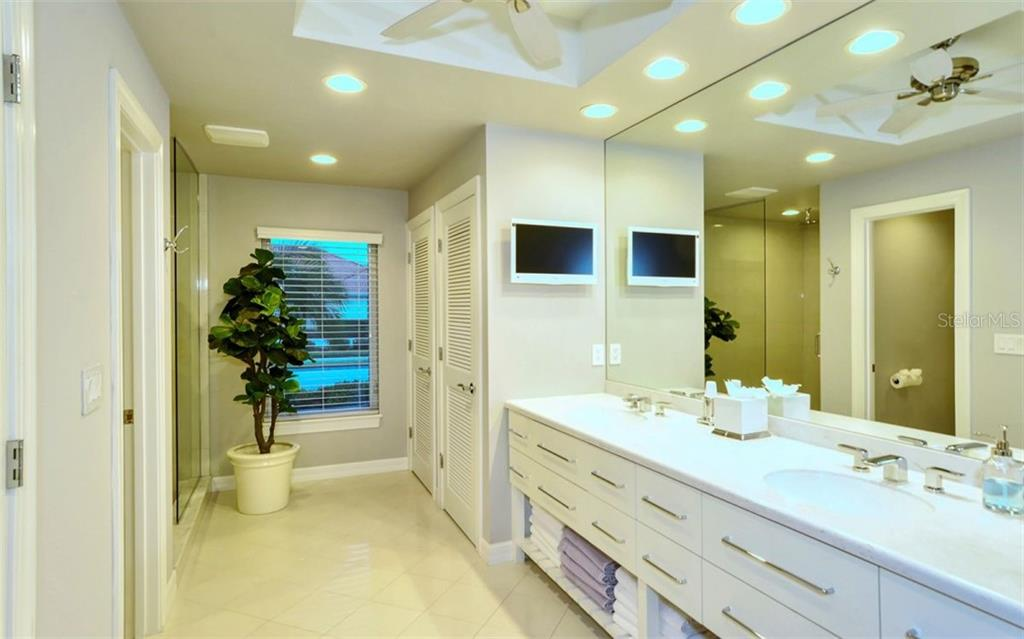 Master Bathroom. - Single Family Home for sale at 4177 Escondito Cir, Sarasota, FL 34238 - MLS Number is A4456531