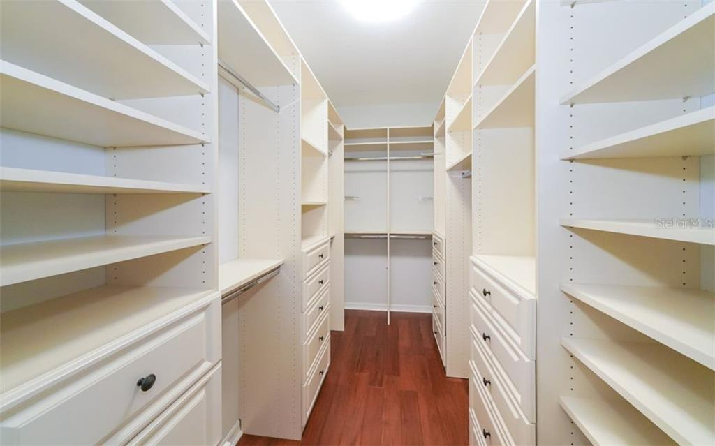 Custom closet - Single Family Home for sale at 6510 Field Sparrow Gln, Lakewood Ranch, FL 34202 - MLS Number is A4457243