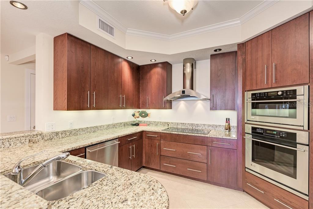 Condo for sale at 1660 Summerhouse Ln #303, Sarasota, FL 34242 - MLS Number is A4458708