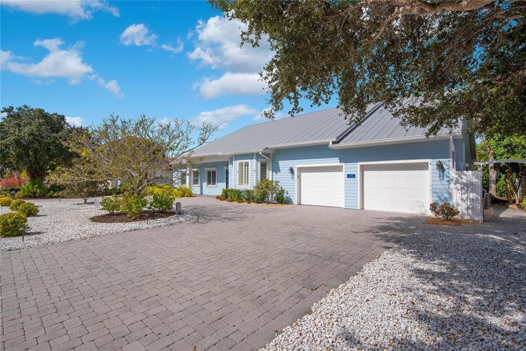 2 stall garage - Single Family Home for sale at 448 Baynard Dr, Venice, FL 34285 - MLS Number is A4459566