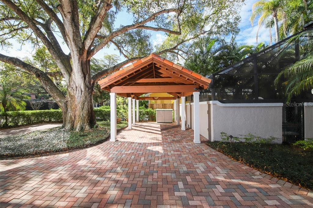 Very well maintained exterior - Single Family Home for sale at 3838 Flores Ave, Sarasota, FL 34239 - MLS Number is A4461669