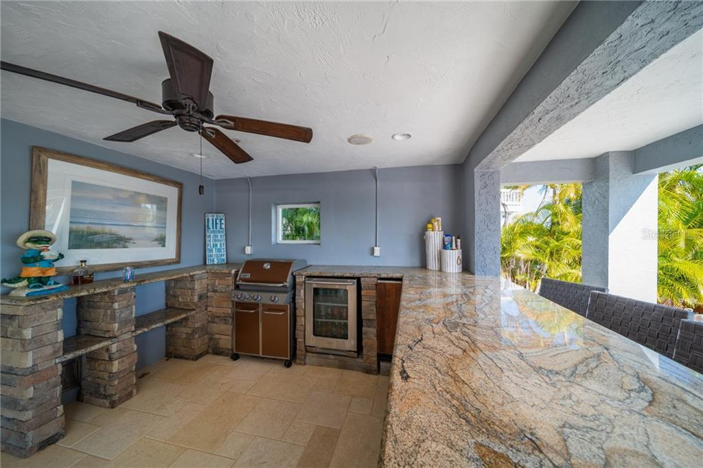 Single Family Home for sale at 1245 Big Oak Ln, Sarasota, FL 34242 - MLS Number is A4464313