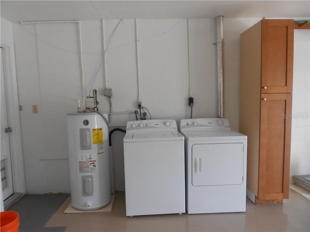Garage - Water Heater and Washer/Dryer connection. - Single Family Home for sale at 5326 Colewood Pl, Sarasota, FL 34232 - MLS Number is A4471495