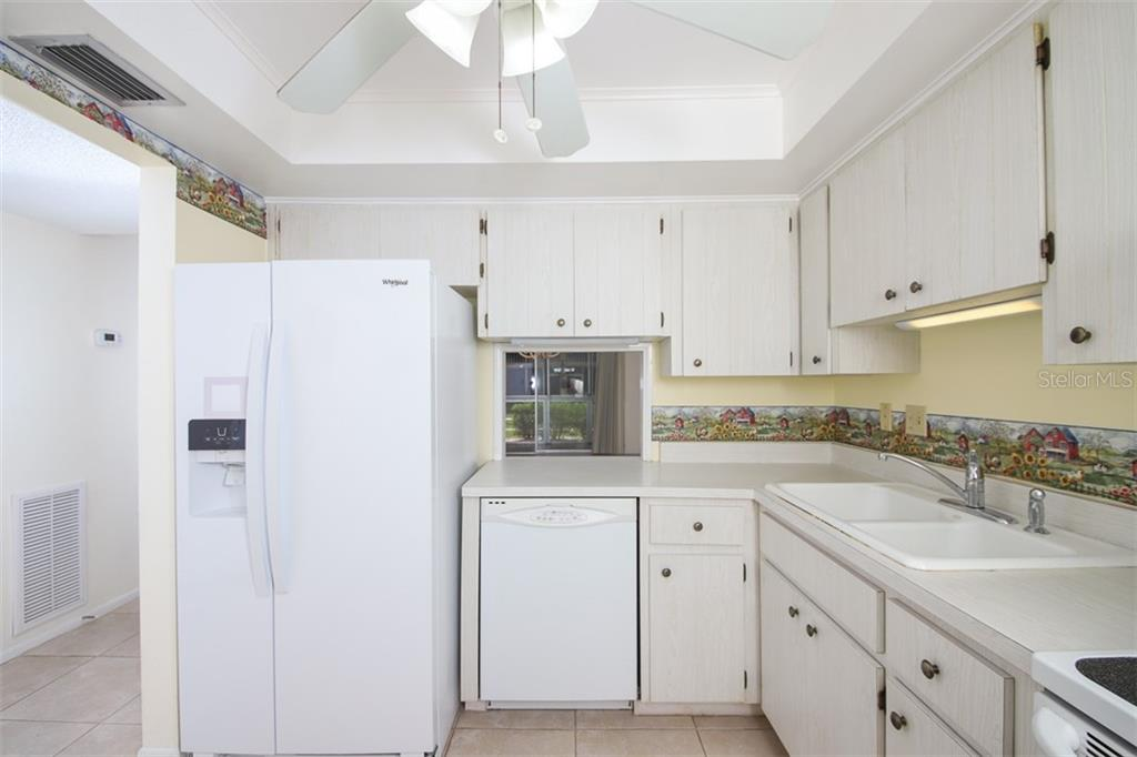 Counter tops are vinyl as are the cabinet finishes. Note the raised ceiling. - Condo for sale at 1330 Glen Oaks Dr E #171d, Sarasota, FL 34232 - MLS Number is A4473999