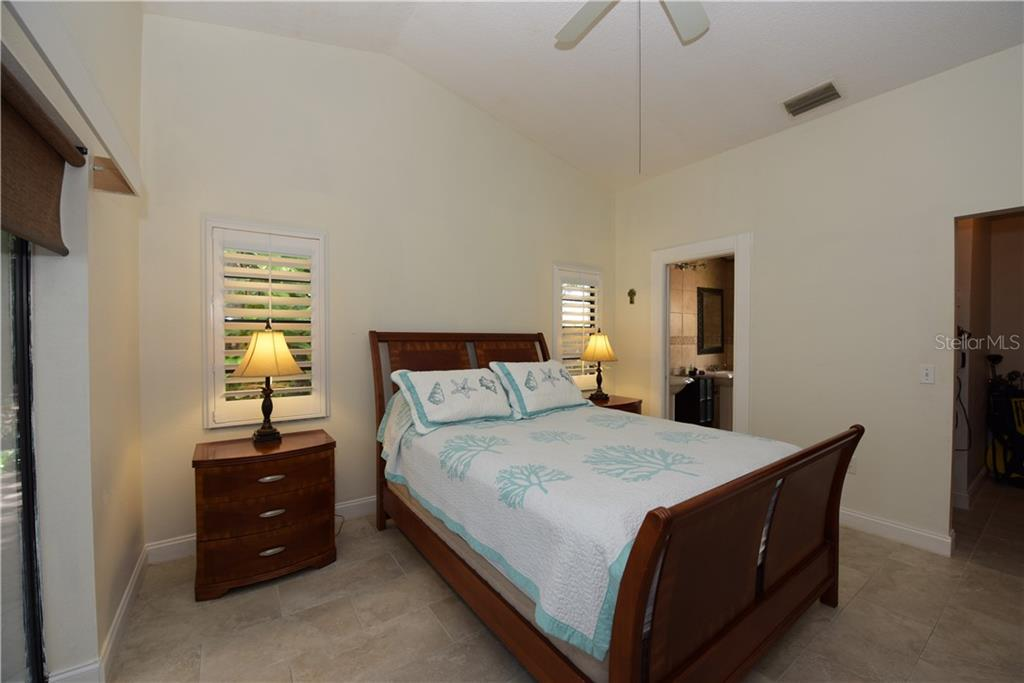 Master bedroom, Walk-in closet, Vaulted Ceiling. - Single Family Home for sale at 3921 Warren St, Sarasota, FL 34233 - MLS Number is A4474011