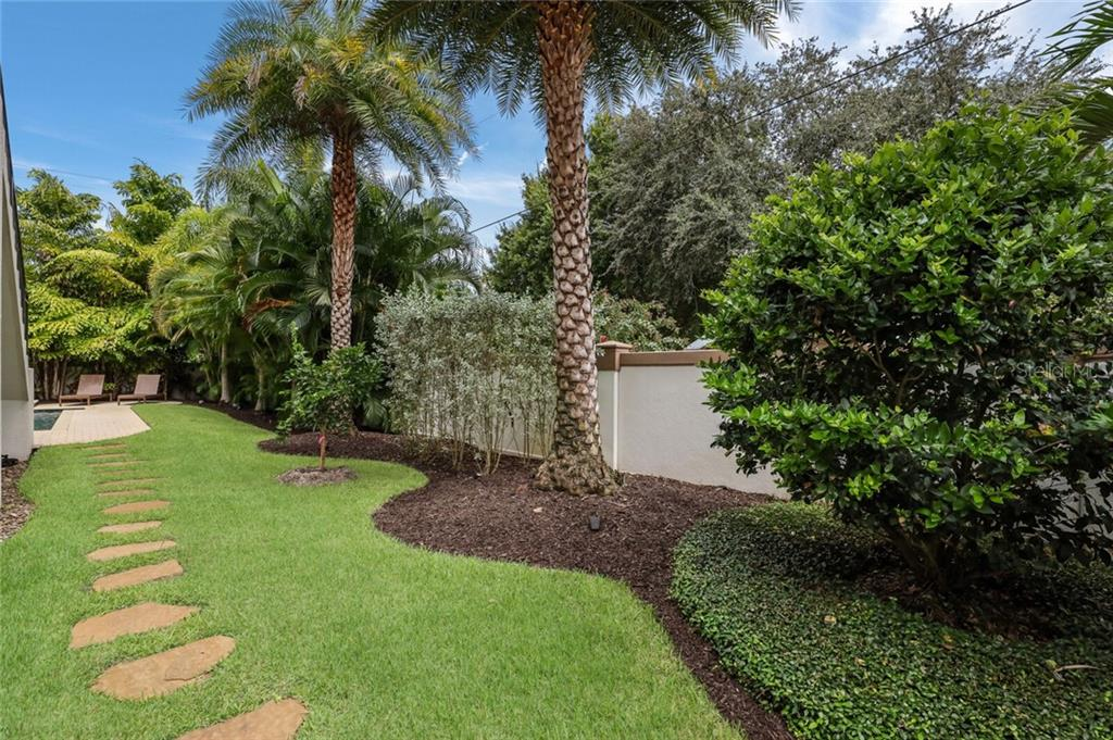 Single Family Home for sale at 1800 Loma Linda St, Sarasota, FL 34239 - MLS Number is A4474193