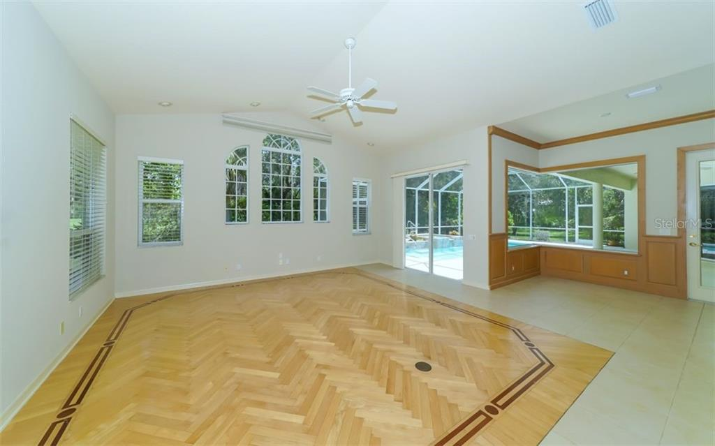 Family room - Single Family Home for sale at 462 E Macewen Dr, Osprey, FL 34229 - MLS Number is A4476181