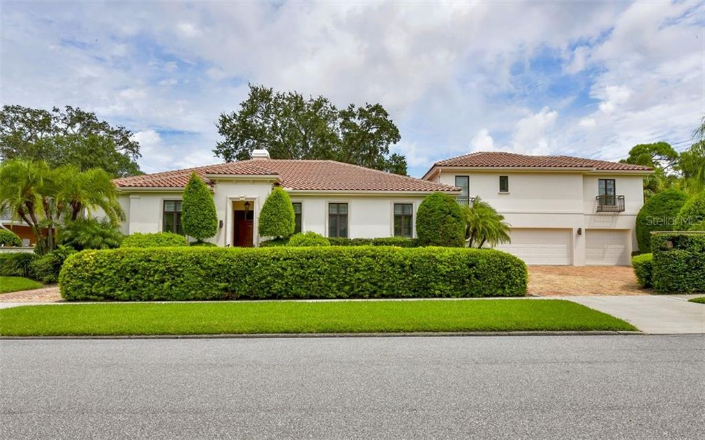 Single Family Home for sale at 1589 Gulfview Dr, Sarasota, FL 34236 - MLS Number is A4476264