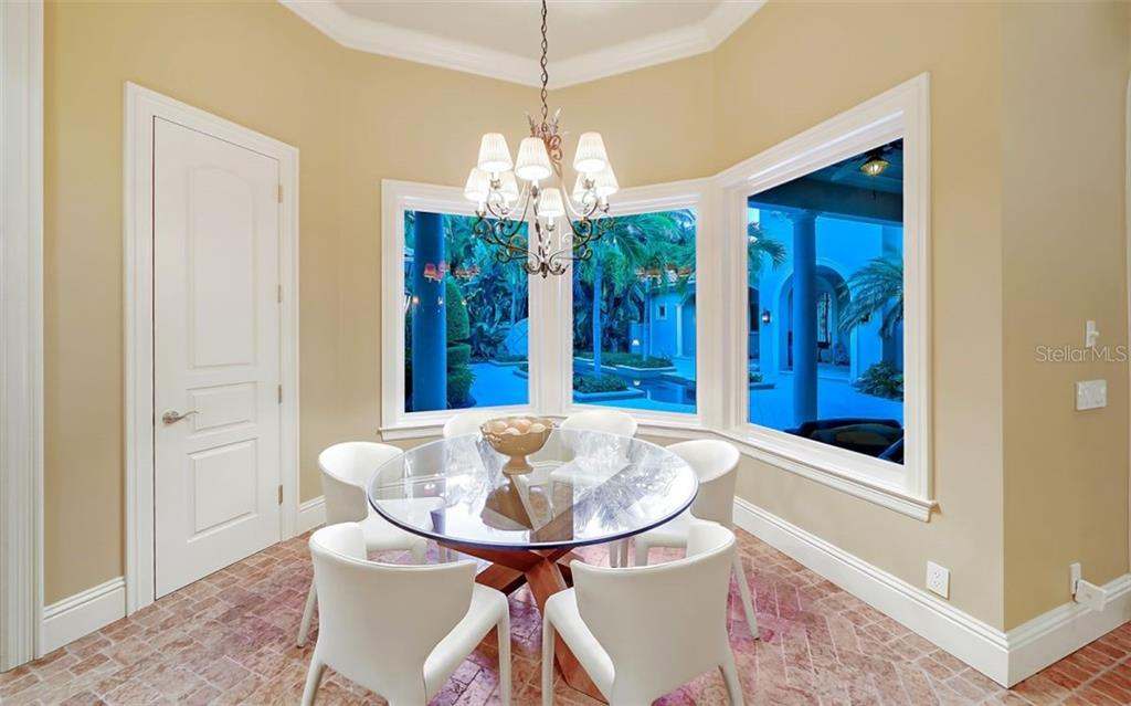 Dining space in kitchen overlooking the courtyard - Single Family Home for sale at 35 Lighthouse Point Dr, Longboat Key, FL 34228 - MLS Number is A4477572