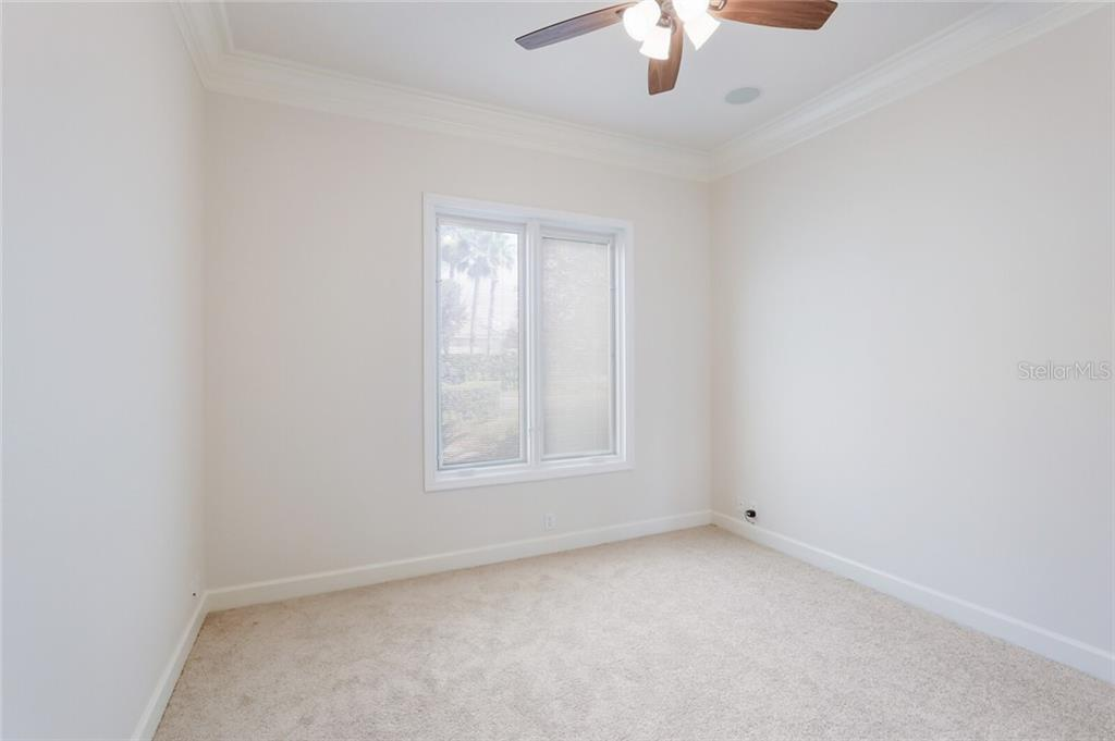 The first guest bedroom is immediate off the entry and features a near-by bath with sliding door to offer guest privacy. - Single Family Home for sale at 9618 53rd Dr E, Bradenton, FL 34211 - MLS Number is A4477826