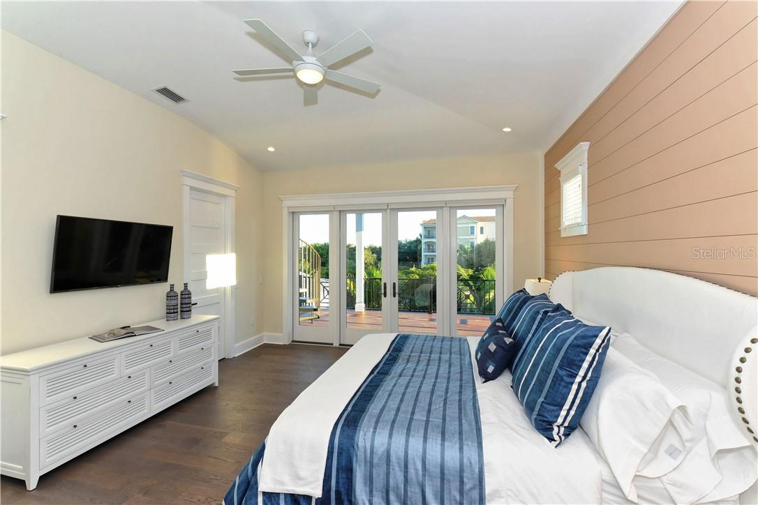Single Family Home for sale at 5005 Gulf Of Mexico Dr #5, Longboat Key, FL 34228 - MLS Number is A4480202