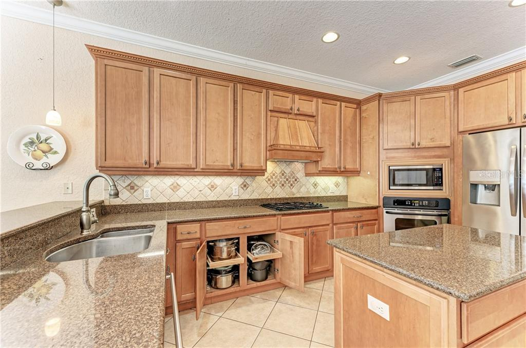 Great kitchen features for all your kitchen supplies - Single Family Home for sale at 7118 68th Dr E, Bradenton, FL 34203 - MLS Number is A4480398