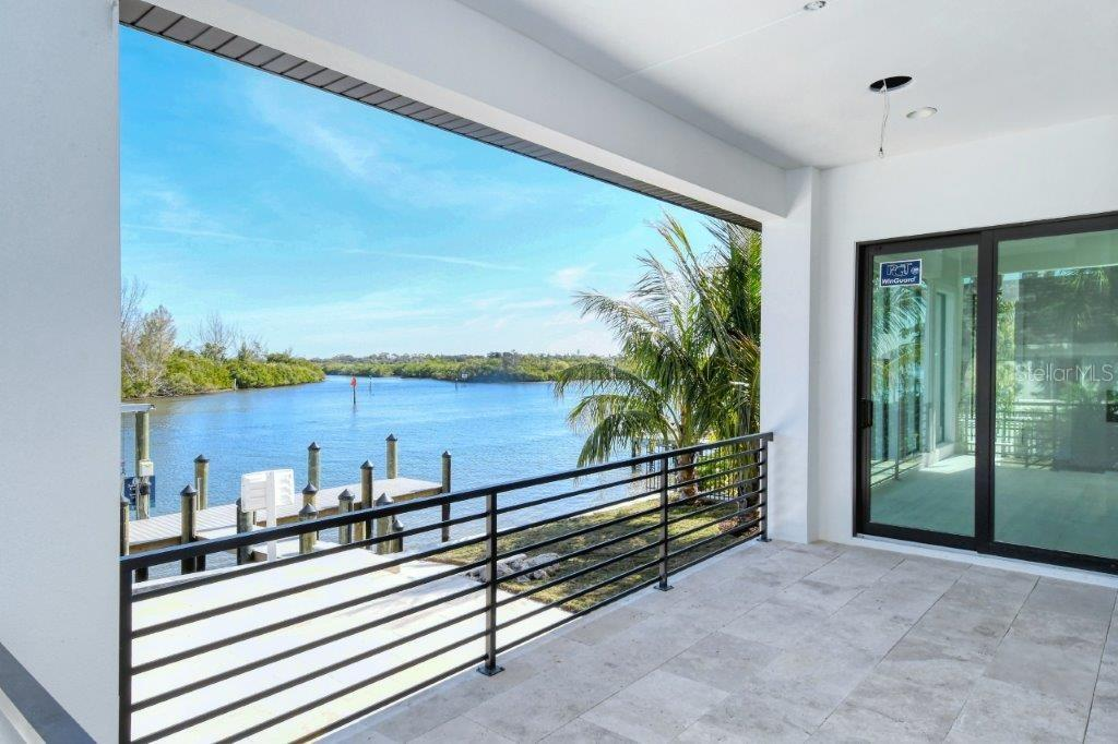 Single Family Home for sale at 5418 Siesta Cove Dr, Sarasota, FL 34242 - MLS Number is A4484548