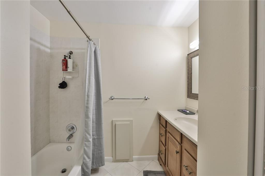 Guest Bath - Single Family Home for sale at 6215 Braden Run, Bradenton, FL 34202 - MLS Number is A4484627