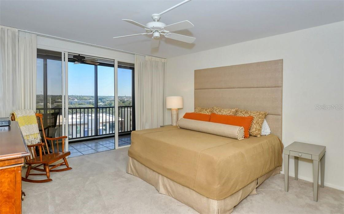 Primary Bedroom En Suite. - Condo for sale at 707 S Gulfstream Ave #1002, Sarasota, FL 34236 - MLS Number is A4484781