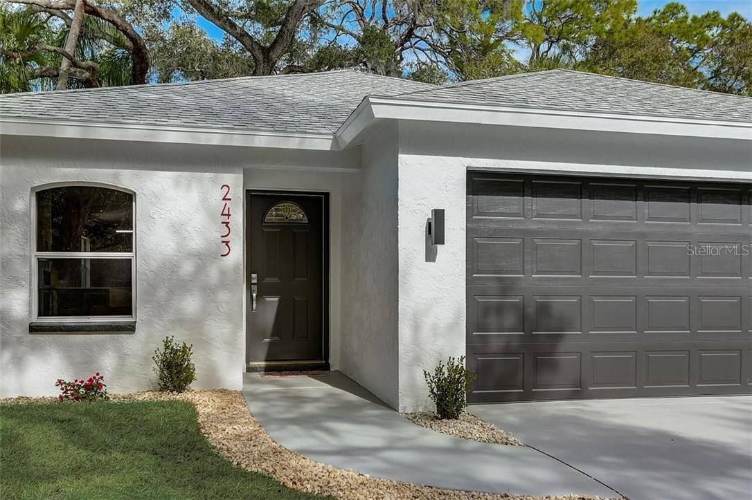 Single Family Home for sale at 2433 Floyd St, Sarasota, FL 34239 - MLS Number is A4488934