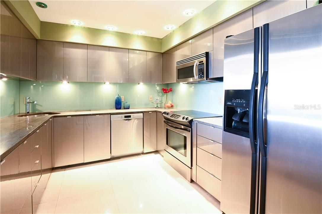 Kitchen with Stainless-Steel Appliances - Condo for sale at 1945 Gulf Of Mexico Dr #M2-505, Longboat Key, FL 34228 - MLS Number is A4489188