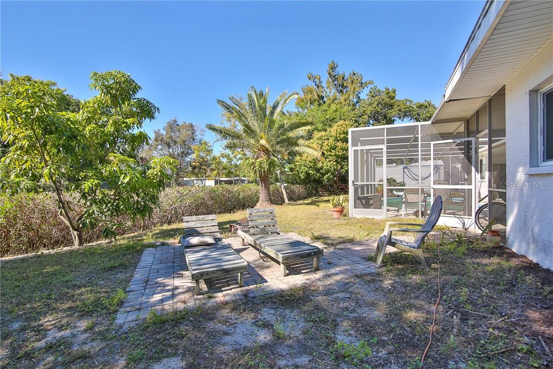 Duplex/Triplex for sale at 6536 Peacock Rd, Sarasota, FL 34242 - MLS Number is A4490204