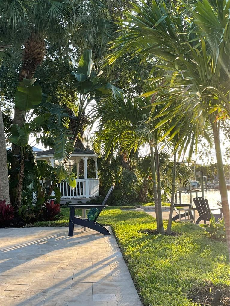 Single Family Home for sale at 1633 Ridgewood Ln, Sarasota, FL 34231 - MLS Number is A4496839