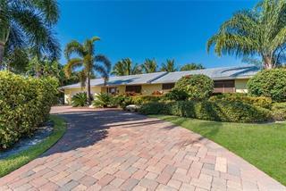 623 Foxworth Ln, Holmes Beach, FL 34217