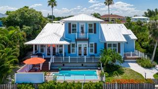 605 N Point Dr, Holmes Beach, FL 34217