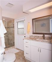 Bathroom #2 - Single Family Home for sale at 5629 Country Lakes Dr, Sarasota, FL 34243 - MLS Number is A4415511