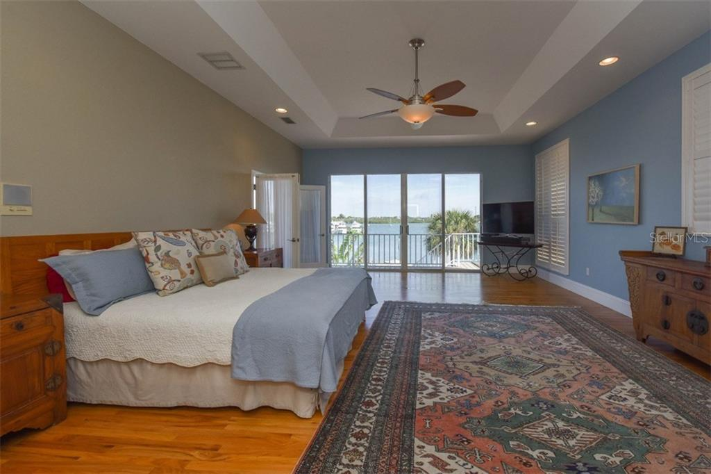 Master bedroom - Single Family Home for sale at 725 El Dorado Dr, Venice, FL 34285 - MLS Number is N5911780