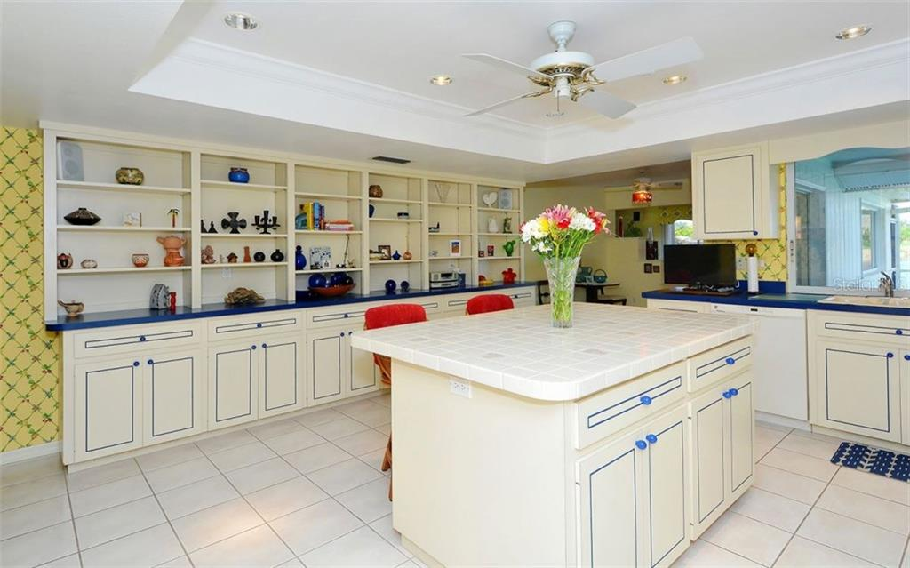 Kitchen - Single Family Home for sale at 1933 Innisbrook Ct, Venice, FL 34293 - MLS Number is N5912040