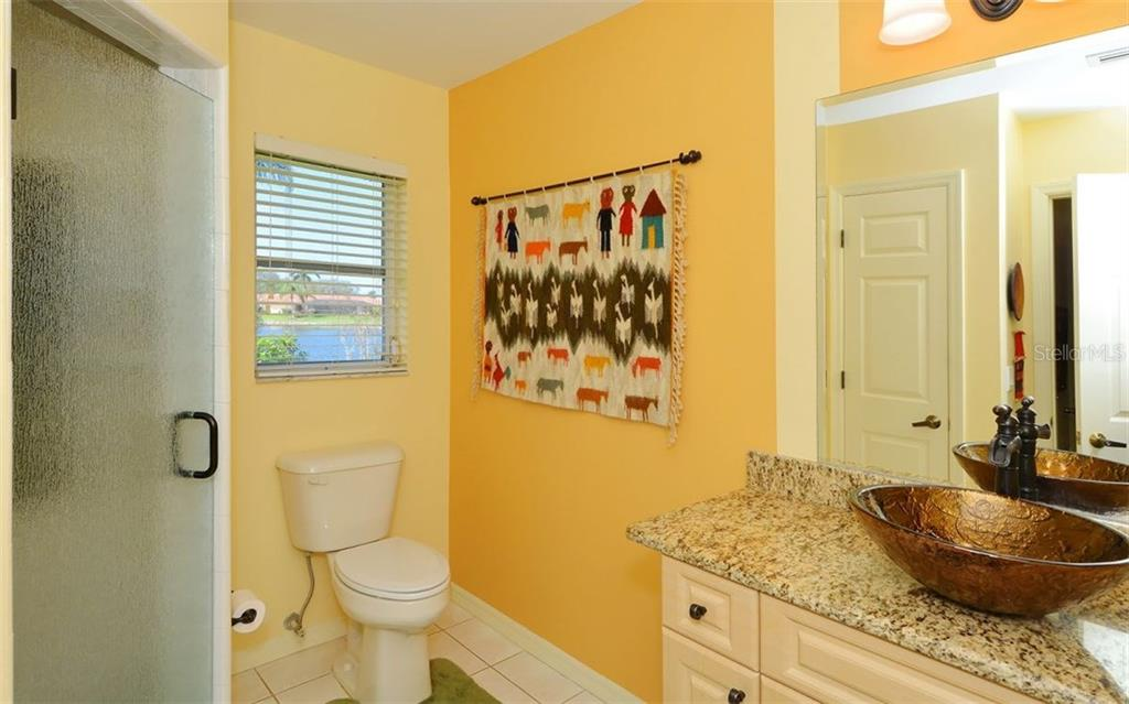 Guest Bath - Single Family Home for sale at 1933 Innisbrook Ct, Venice, FL 34293 - MLS Number is N5912040