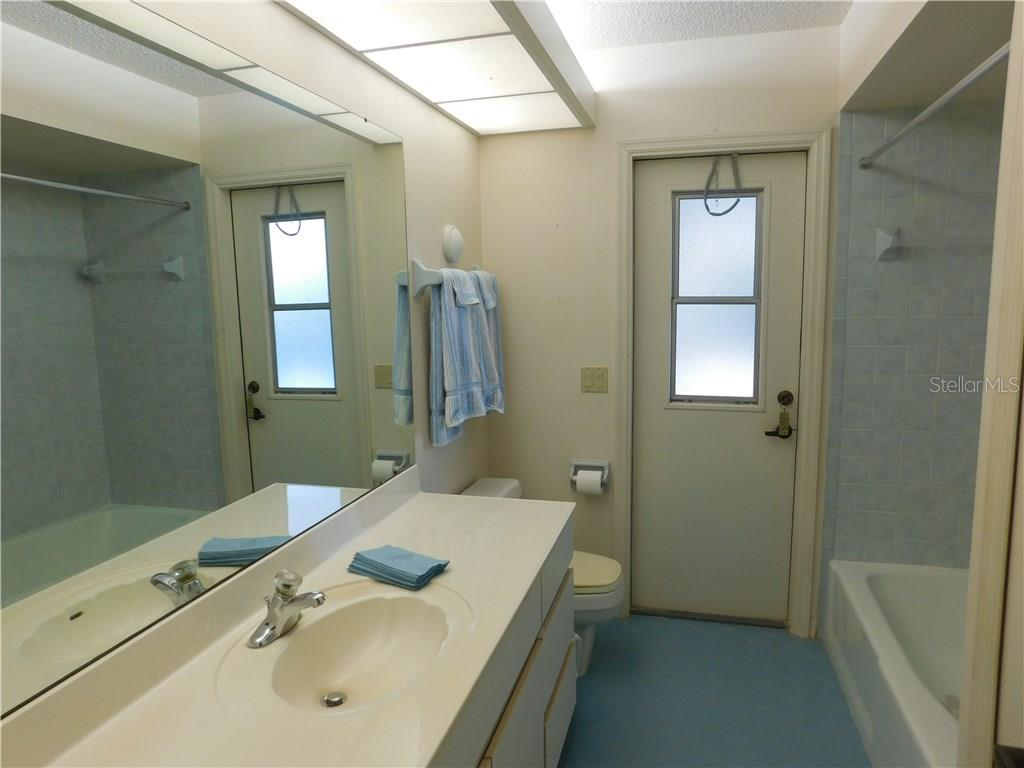 Guest Bathroom - Single Family Home for sale at 523 Warwick Dr, Venice, FL 34293 - MLS Number is N5912085